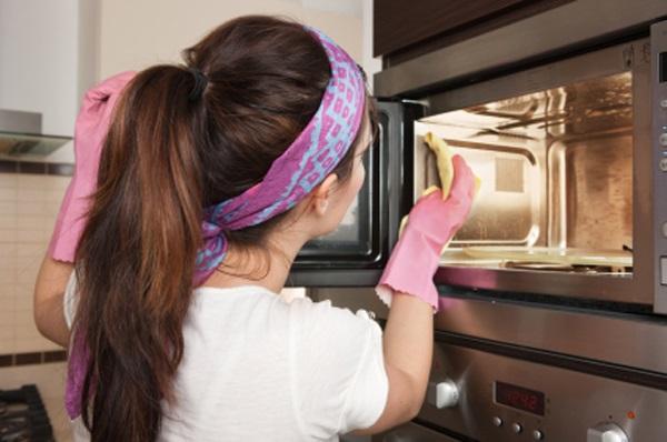 Неприятный запах в микроволновой печи